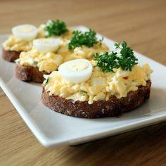 Chlebíček s vajíčkovou nátierkou Mashed Potatoes, Ethnic Recipes, Food, Whipped Potatoes, Meal, Mashed Potato Resep, Eten, Meals, Smash Potatoes