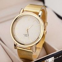 Exquisite Women's Round Case Quartz Wristwatch  3 hands for showing the time One crown at the flank