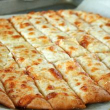 Fail-Proof Pizza Dough and Cheesy Garlic Bread Sticks {just like in restaurants!} at laurenslatest.com