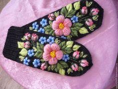 """Купить Варежки с ручной вышивкой """"Милые""""02 - черный, цветочный, варежки, варежки ручной работы"""