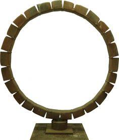 De Staande Ring van Frans de Wit die te zien valt op Beelden in Leiden