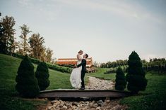 Just Married at Potomac Point Winery. Photography by Lindsey Paradiso Virginia Wineries, Northern Virginia, Tuscan Style, Just Married, Old World, Tuscany, Vows, Real Weddings, Wedding Photos