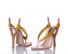 """Design by Kobi Levi. Kobi Levi studeerde af aan Bezalel Academy of Art & design, Jeruzalem 2001. Gespecialiseerd in schoeisel ontwerp en ontwikkeling, Kobi Levi werkt als freelance ontwerper. De meeste van Kobi's inspiraties zijn uit de """"schoen-wereld"""", en geven de schoenen een extreme transformatie. Ik vind de schoen van Levi meestal humoristisch met een uniek standpunt over schoenen."""