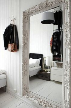 UN GRAN ESPEJO EN TU DORMITORIO [] THE BIG MIRROR IN YOUR BEDROOM