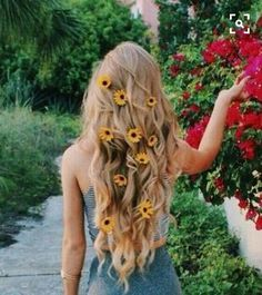 Hair accessories straight outta the garden - Haare/Beauty ♀️ - Messy Hairstyles, Pretty Hairstyles, Hair Day, Your Hair, Hair Inspo, Hair Inspiration, Ice Blonde, Blonde Hair, Hair Accessories For Women
