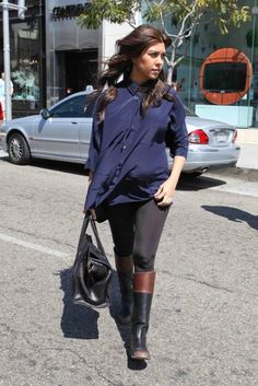 We love Kourtney Kardashian's baby bump style. #maternity #clothes