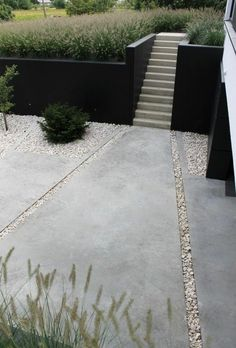 Large stone paving and pebble stone path