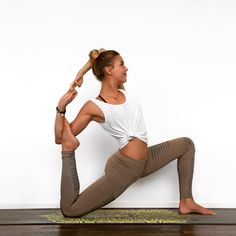 The Alo Yoga Moto Legging #yoga #yogainspiration