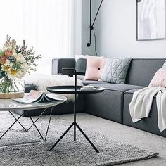 Amazing Modern Living Room Scandinavian Decoration for Your Home Living Pequeños, Living Room Grey, Living Room Interior, Home Interior Design, Home And Living, Living Room Decor, Small Living, Living Spaces, Modern Living