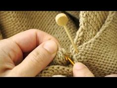 How to Attach Sleeves Using Crochet Hook - - Cute VIDEO - ✿Teresa Restegui http://www.pinterest.com/teretegui/✿
