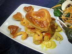 Vous n'avez pas d'idées de plat à concocter avec amour pour la Saint Valentin ? Pourquoi ne pas tester cette recette de croustade ? Les noix de St Jacques accompagnées de crevettes, champignons de Paris le tout relevé d'une pointe vin blanc ravirons votre ou vos invité(s) ! Lancez-vous grâce au lien suivant --> http://www.ptitchef.com/recettes/plat/croustades-de-st-valentin-fid-1490904  #saintvalentin #croustade #crevette #saintjacques #champignons #vinblanc #cuisine #recette #amour #coeur