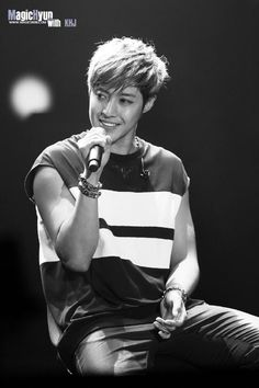 Kim hyun joong - 140816 KHJ [梦幻] IN SHANGHAI Cr.Magic賢金贤重个站 http://meeso-onlyjoong.blogspot.com/2014/09/kim-hyun-joong-140816-khj-in-shanghai_7.html… pic.twitter.com/KW8Tqnix13