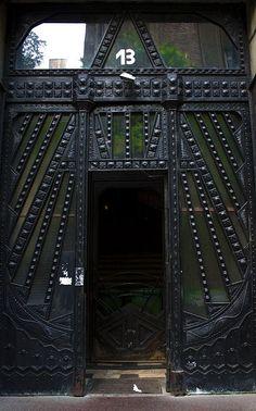 Door--Balassi Bálint utca, Budapest (Ronski via BijouxNoir) Portal, Art Nouveau Arquitectura, Art Deco, Black Doors, Door Knockers, Architecture Details, Beautiful Architecture, Doorway, Stairways