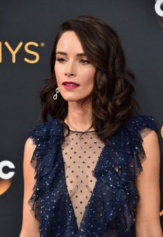 Abigail Spencer Medium Curls - Abigail Spencer sported perfectly sweet curls at the Emmy Awards.