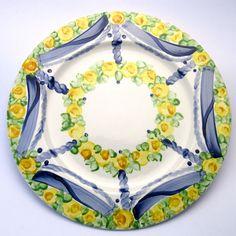 Alle Platzteller der Familie BlueHoria-Berdea! Die Blau-Gelb-Grüne Designfamilie von Unikat-Keramik. Das wohl einzigartigste Keramik Geschirr der Welt! Pot Holders, Blue Yellow, Unique, Dishes, World, Hot Pads, Potholders