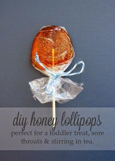 I love honey! I need to do this ❤️DIY Homemade Honey Lollipops or Honey Pops- Perfect for a toddler treat, sore throat or stirring in tea by Oakland Avenue Honey Recipes, Baby Food Recipes, Honey Pops, Honey Benefits, Health Benefits, Health Tips, Homemade Candies, Homemade Lollipops, Cold Remedies