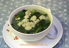 Asian Spinach Soup with Hard Clams Recipe (Canh Mồng Tơi với Nghêu) from http://www.vietnamesefood.com.vn/vietnamese-recipes/vietnamese-soup-recipes/asian-spinach-soup-with-hard-clams-recipe-canh-mong-toi-voi-ngheu.html