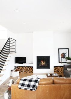 We've come up with a few easy ways to integrate the minimalist look into our own homes. Read ahead for 15 ideas that will help you turn your living room into a chic den of minimalism. #hunkerhome #livingroomideas #minimalistlivingroom #minimalist #minimalistlivingroomideas Modern Farmhouse Living Room Decor, Living Room Modern, Home Living Room, Living Room Designs, Farmhouse Style, Living Room Stairs, Basement Stairs, Cozy Living, Farmhouse Design