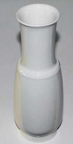 Lisbeth Munch Petersen. Vase in porcelain, Bing & Grödahl, Denmark.