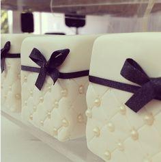 Mini wedding cakes                                                                                                                                                      Mais