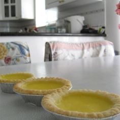 Hong Kong Style Egg Tart Recipe - Egg Tarts are a super-rare find (only one Portugese bakery makes in Tokyo; located in Yoyogi-koen), but they're a great light dessert. Alternative recipe here: annieliciousfood. Read Recipe by fongyukyuu Tart Recipes, Asian Recipes, Cooking Recipes, Beef Recipes, Dessert Dishes, Dessert Recipes, Buffet Recipes, Bee Sting Cake, Tart Molds