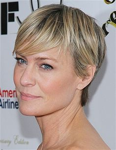Reserved elegance ... Robin Wright from House of Cards ... Love love love her hair!