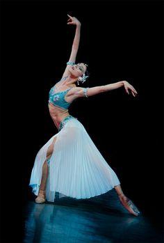 "Viktoria Tereshkina as ""Nikiya"", ""La Bayadere"", Mariinsky Ballet (2014) - Photographer Sasha Gouliaev"