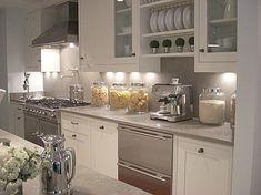 Patricia Fisher Design: Amazing kitchen with La Cornue Range, ivory kitchen  cabinets, gray granite slab ...