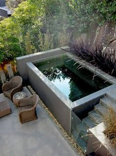 Piscine dans un petit jardin : idées et inspirations I love the idea of a plunge pool for small spaces… but if I had a garden that could accommodate it, I really love swimming and a natural pool is where it's at. Small Swimming Pools, Small Pools, Small Backyard Landscaping, Swimming Pool Designs, Backyard Patio, Outdoor Pool, Outdoor Spaces, Backyard Ideas, Landscaping Ideas