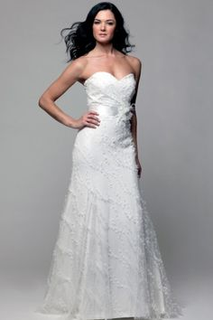 DESIGNER: Modern Trousseau - SIZE: 12 - COLOR: Dark White - RETAIL: $3,050 - OUR PRICE: $1,539.95