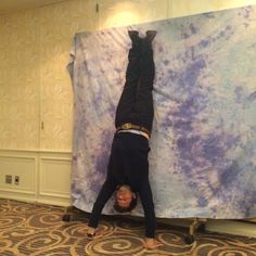 Misha Collins doing his photo op thing during HollyCon, Japan, 28 December 2014 Source: @PREMIEREPORT