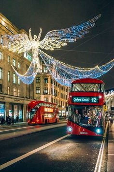 Interesting photo locations, London | The 22 best photo locations in London for capturing the city's most famous views, from Tower Bridge to Big Ben – plus the prettiest neighbourhoods to know about Christmas In England, London Christmas, Christmas Porch, Xmas, City Aesthetic, Travel Aesthetic, Places To Travel, Places To See, Oxford Street London