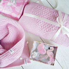 Вяжу на заказ #вязаныйсвитер #свитерссердцем #вязанаяшапка #броши #брошифламинго #фламинго