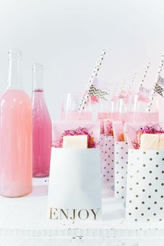 Let us show you how to throw a classy hen do with pink hen party decorations! Yes you heard right. Pink hen party decorations that are classy too!