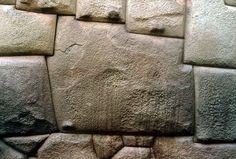 Mur de la rue Hatun Rumiyoc à Cuzco au Pérou
