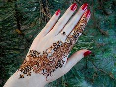 mehndi. if I ever got a tattoo, I'd like to use these colors.