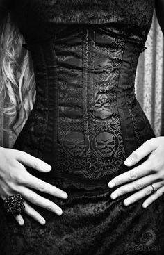 #Gothic Fashion with great neo-Victorian Skull embellished #corset