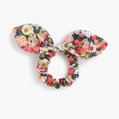 Add a floral hair accessory in a print from Liberty Art Fabrics (the British print house that& been known for its mood-lifting florals since Bow length& 6 Cotton.Fliege Haargummi im Liberty® Thorpe-Print: Women LibertyHow to make your pon Diy Hair Bows, Diy Bow, How To Make Hair, How To Make Bows, Liberty Art Fabrics, Kids Hair Accessories, Clothing Accessories, Fabric Bows, Floral Hair