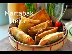 There is martabak manis (sweet) and martabak telor (savory). This is an easy martabak telor recipe to make at home. Easy Snacks, Easy Meals, Great Recipes, Snack Recipes, Christmas Snacks, Indonesian Food, Spring Rolls, Street Food, Finger Foods