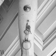 High quality minimalist tattoos by the surrealist violeta arus quality . - High quality minimalist tattoos by the surrealist violeta arus quality - Mini Tattoos, Body Art Tattoos, Small Tattoos, Cool Tattoos, Tatoos, Amazing Tattoos, Paris Tattoo, Delicate Tattoo, Subtle Tattoos