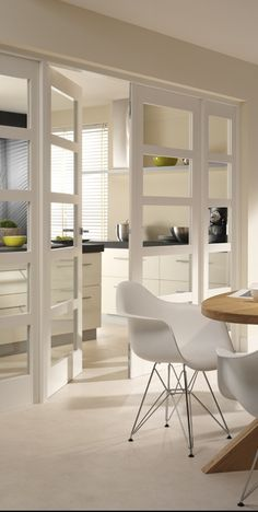 white kitchen and Chair Eames DSR Sweet Home, Home And Living, Interior, Dining Room Decor, White Doors, Home Decor, House Interior, Doors Interior, Home Deco