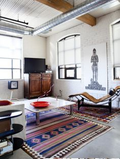 Eclectic, attractive, welcoming. More inspiration at: http://www.valenciamindfulnessretreat.org