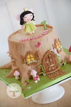 A tree stump fairy house cake. A tree stump fairy house cake. Fairy House Cake, Fairy Garden Cake, Garden Cakes, Fairy Cakes, Fairy Birthday Cake, Birthday Cake Girls, Birthday Cakes, Woodland Fairy Cake, Enchanted Forest Theme Party