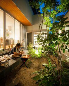 設計士きりちゃんさんはInstagramを利用しています:「大きい庭じゃなくても全然あり。 プライベートな庭と駐車スペースを分けれるのは、南側間口ではない土地の特権です^ ^ 土地探しは失敗できないので、できれば探すところから設計士にお願いするのがオススメです! #グランハウス#岐阜#土地探し#設計事務所…」 Courtyard Design, Patio Design, Exterior Design, Interior And Exterior, Garden Design, House Design, Small Japanese Garden, Japanese House, Botanical Interior