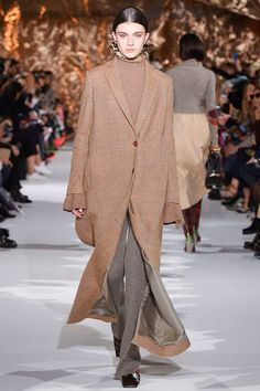Acne Studios Fall 2017 Ready-to-Wear Fashion Show Collection