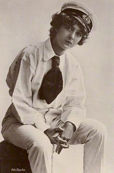 Julia James 1910