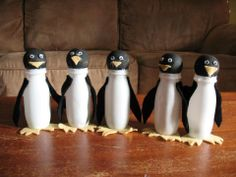 pingouin avec des danino Animal Projects, Animal Crafts, Winter Crafts For Kids, Diy For Kids, Montessori Activities, Activities For Kids, Crafty Projects, Art Projects, Crafts To Do