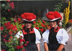 traditional Schwarzwald (Black Forest) women costume is Bollenhut, a straw hat with wool pom-poms. Married women wear black pom-poms, unmarries girls wear red ones. These hats are worn in the three neighbouring Black Forest villages of Gutach, Kirnbach and Reichenbach since around 1750. #Gutachtal