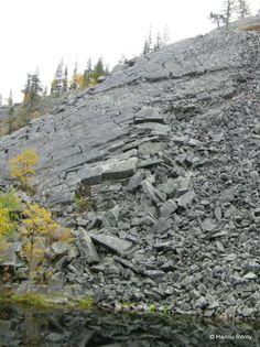 Pakkasrapautuminen pirstoo kalliota louhikoksi. Jrr Tolkien, The Rock, Mythology, Lapland Finland, Mountains, Frost, Nature, Crushes, Naturaleza
