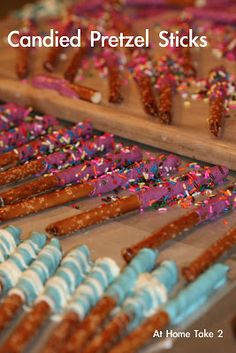 Candied Pretzel Sticks are a fun and easy gourmet treat that anyone can make. Made these two weeks ago and were a HUGE hit! Making more tomorrow for my Austen's family! Fun Desserts, Delicious Desserts, Dessert Recipes, Wedding Desserts, Gourmet Recipes, Christmas Treats, Holiday Treats, Christmas Candy, Christmas Cookies